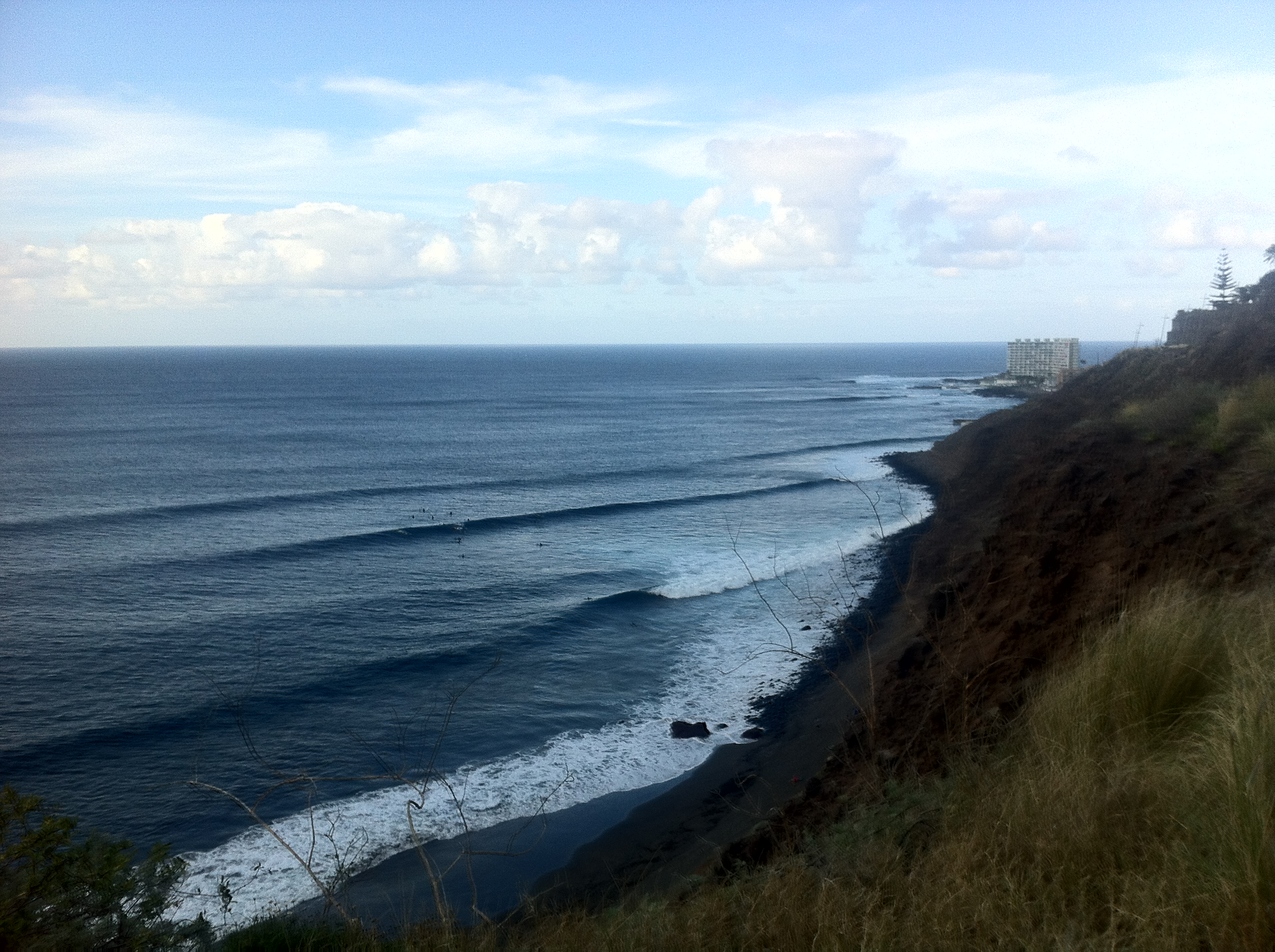 wave surfing in canarie